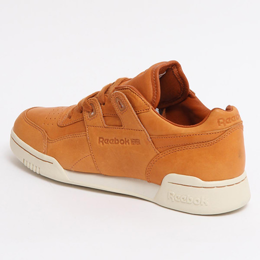 c5ebdc13bca The leather uppers are dyed to a beautiful wheat colour. The upper features  debossed Reebok branding on the tongue